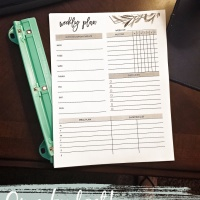 Create a home organizer on a budget- with free printables